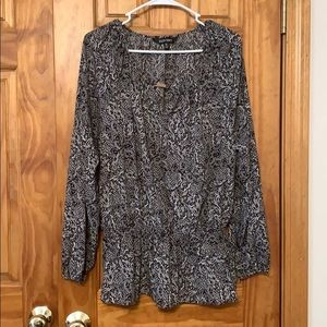 Black/white Ellen Tracy blouse with gathered waist